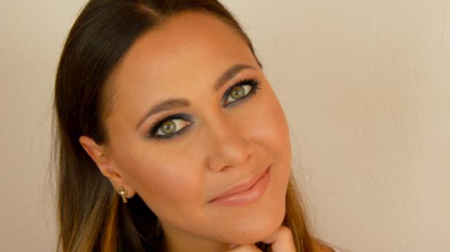 maquillage smoky eyes bleu électrique
